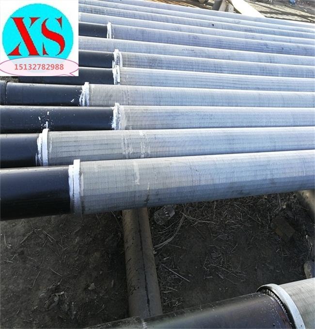 石油套管厂家生产177.8筛管石油套管花管,缠丝包网花管,梯形丝花管美标石油套管(刘经理;15132782988,QQ935385604)钢管先进行钢级鉴别,合格的钢管由辊道输送,依次经过涡流、漏磁,在线探伤仪器对管体的纵、横向缺陷进行检查。合格的钢管经输送辊道送到1号车丝工位,在此共有多台专用数控车床进行钢管一端的丝扣加工,包括铣端面、倒内外棱、扒皮和车丝。然后经辊道运送到2号车丝工位同1号工位一样有相同数量的专用数控车丝机进行钢管另一端的丝扣加工。车丝以后的钢管由输送辊道送到螺纹检查台架进行丝扣检查,